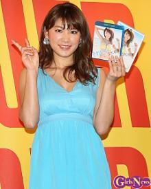"""<span class=""""hlword1"""">久松郁実</span>、初めてのウエディングドレス姿も披露の新作DVD「テンションが上がりドキドキ」"""