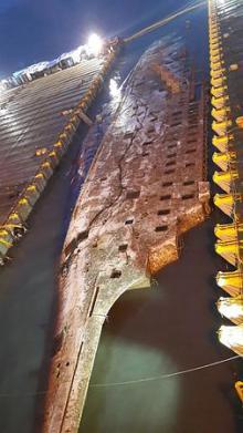 セウォル号船体、一部海上に=引き揚げ本格化-韓国
