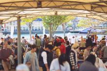 門司港レトロにアンティークショップ約70店舗が集結する蚤の市