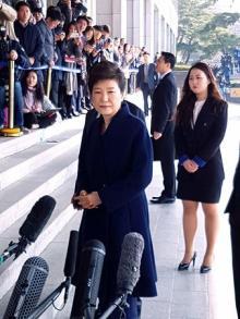 朴前大統領、検察に出頭=「誠実に臨む」と強調