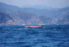 漁船転覆、1人死亡=2人不明-宮城