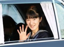 愛子さま、両陛下に卒業を報告