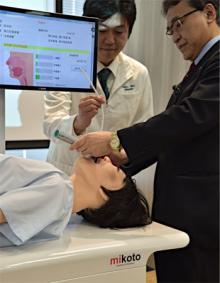 医療訓練用の人型ロボ