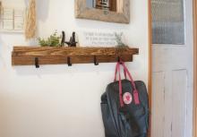 アイデア満載!女子DIYクリエイターリレー 雑貨やグリーンを飾れる壁面収納! 「春のグリーンフック」by tomooo.25さん