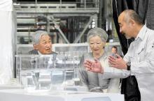 両陛下、ウナギ研究所を見学=静岡