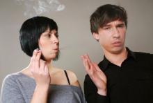 クサッ!服のタバコ臭より…独身男が内心悲鳴な「女性のニオイ」1位は