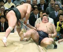稀勢の里に土=大相撲春場所13日目