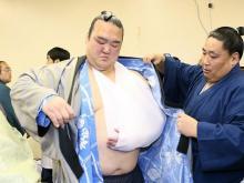 稀勢の里、左肩付近を負傷=大相撲春場所