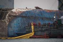 セウォル号、船体全体が海上に=韓国