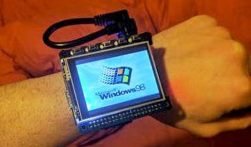Windows 98を、手首に巻いて…Raspberry Piで作った「Windows 98 Wrist Watch」