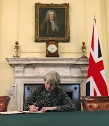 EU離脱書簡に署名=英
