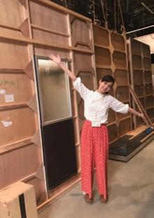 新川優愛、新ドラマ『櫻子さん』撮影中のセット裏オフショット公開
