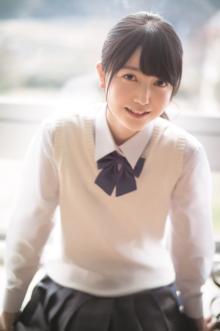 乃木坂46期待の3期生・久保史緒里、15歳の圧倒的な透明感