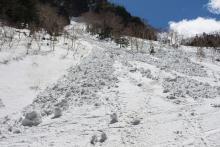 相次ぐ雪崩 どんな時起こりやすい?遭遇したらどこに避難する?