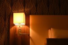 あなたは寝るときに、部屋を真っ暗にする? しない?