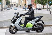オートバイ版BMW!?  電動スクーター「Cエヴォリューション」登場!