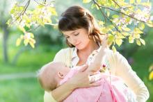 赤ちゃんとお出かけ、でも授乳できる外出着がない?! 産後のオシャレ迷子からの脱却