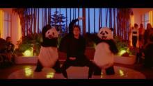 ジョン・メイヤー、最新MVでパンダとダンスを披露