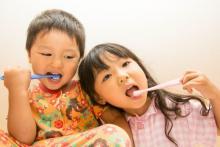 兄弟の接触事故もキケン!子どもの歯磨き「ノド突き事故」予防策3つ