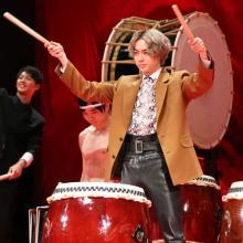 菅田将暉らイケメンキャスト陣が4000人のファン前に太鼓演奏を生披露!