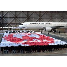 JAL入社式、1,672人とともに巨大な鶴丸で絆を具現化--新しい成長始まる