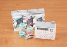 まるで家のような形の本体!キングジムが北欧風デザインのテーププリンタ「こはる MP20」を発売
