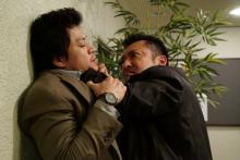 小栗旬、日本代表するアクション俳優と高速格闘バトル 『CRISIS』第2話