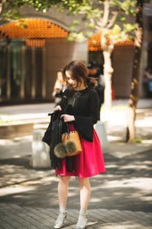 春トレンド本命♡上品ブラウス、ビビッドスカート…大人かわいいピンクの着こなし3選