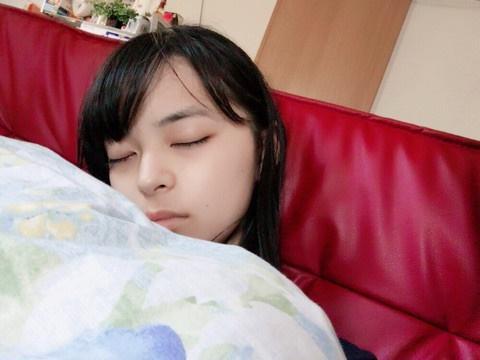 アンジュルム上國料萌衣「かわいすぎる眠り姿」を激写される