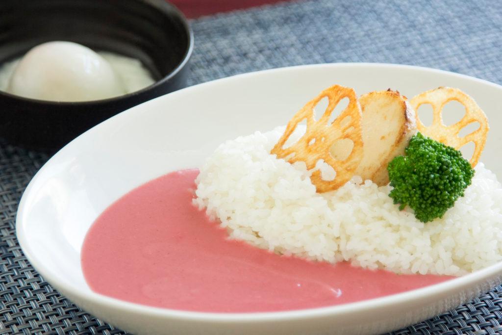 なんてかわいい「さくらカレー」! 「桜の細胞水」配合で体にも良さそう