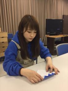 川栄李奈、折り紙でフランケン作る姿にファン「幼稚園の先生みたい!」