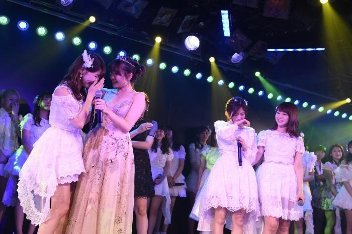 小嶋陽菜卒業公演での疑惑の写真が話題「ゆきりん笑」