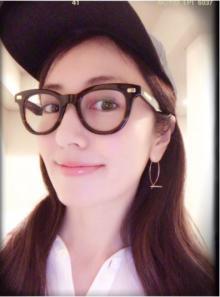 伊達眼鏡を時々披露する矢田亜希子、老眼を心配する