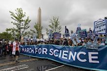 科学者、世界各地でデモ