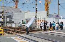 事故12年「風化させない」=負傷者ら、現場歩き献花-福知山線脱線