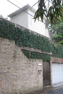 「高倉健」養女、住居跡に1億5000万円豪邸を新築 墓を作る方が先の声