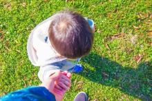 パパが赤ちゃんの泣き声に鈍感な理由が判明!  最新科学からわかった「パパとママの違い」