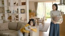 吉田羊、松岡茉優を抱きしめる
