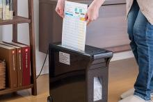 自宅の書類や郵便物もしっかり細断! 個人情報を守るお手軽価格のコンパクトシュレッダー