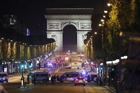 パリ・シャンゼリゼで銃撃テロ=警官と容疑者死亡-「イスラム国」が犯行声明