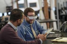 テクノロジーが視覚をサポートする時代に! 海外で大注目の「低下した視力を補う最先端ツール」3選