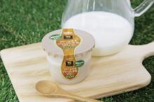 濃厚なジャージー牛乳×炭焼きコーヒー の絶妙なバランス!! クリームのせ二層タイプの『ジャージー牛乳プリン カフェラテ』