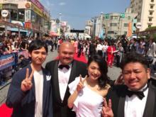 川村ゆきえ 沖縄映画祭で初レッドカーペット「withT」とはしゃぐ