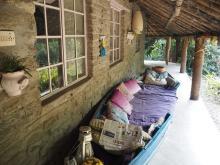 World Life Style~わたしの国の住まい事情~  ネパールの石壁の茅葺き農家をリフォーム。 シンプル&温もりのある夫婦の暮らし