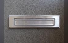 玄関扉の郵便受けから手を伸ばしてカギを解錠→侵入。これって防げるの?