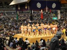 大相撲、森永製菓の懸賞がかかる一番はなぜ特別なのか