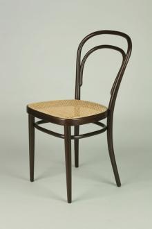 「素材で感じるイスの世界」開催中、九州産業大学の椅子コレクションを展示