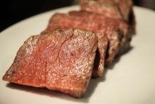 食べ放題バルの「肉タイム」がヤバい!たった1,000円でローストビーフ、スペアリブほか3種の肉を食べまくりっ