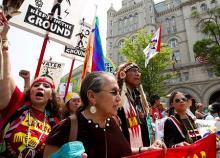 温暖化対策見直しに抗議=米首都で大規模デモ