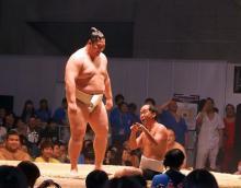 トレエン斎藤、遠藤関と相撲対決!「大相撲 超会議場所」